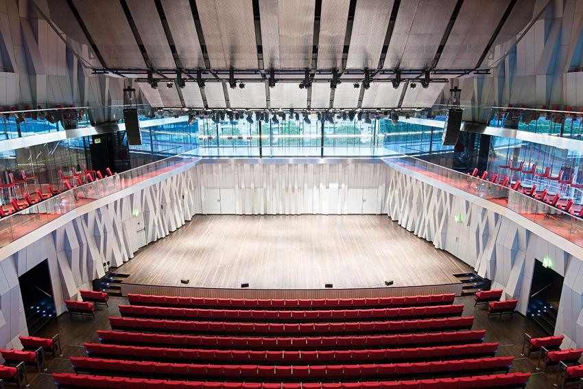Stora salen, scenen