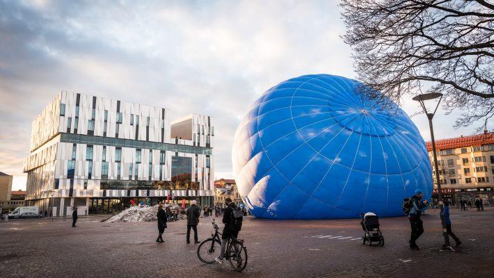 Luftballong utanför UKK